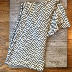 Accessories - Grey white chevron infinity scarf 🧣 so soft!